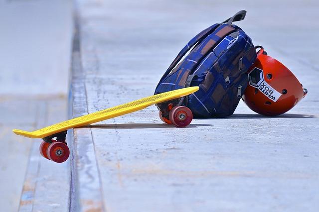 batoh a skateboard