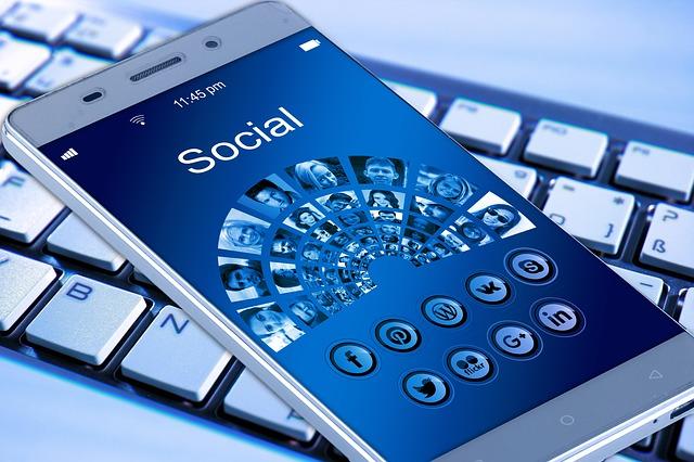 smartphone a klávesnice.jpg