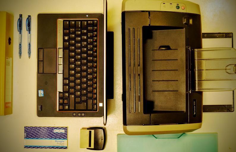 laptop s tiskárnou